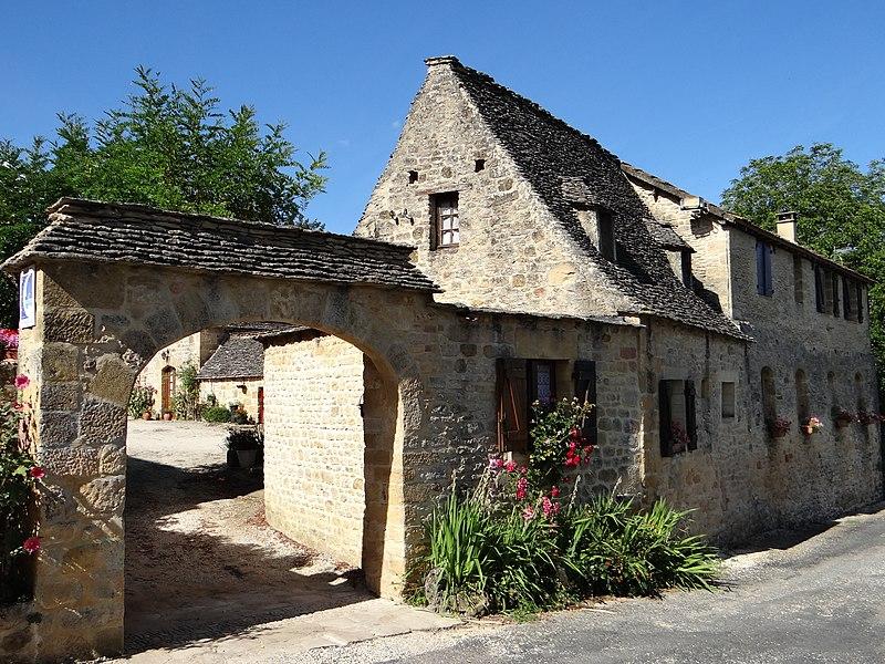 Photo du Monument Historique Ancien prieuré situé à Tamniès