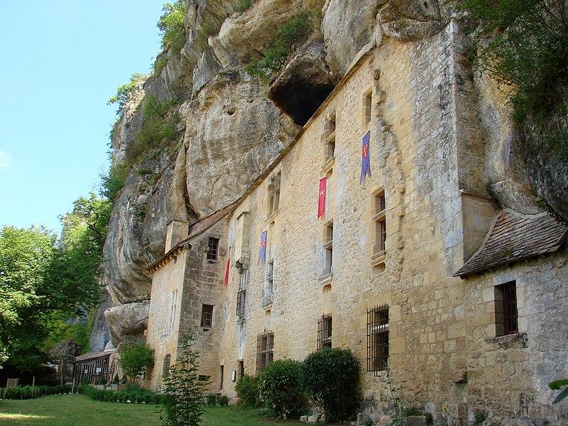 Photo du Monument Historique Maison forte de Reignac situé à Tursac