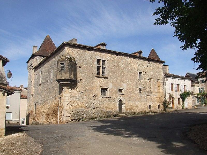 Photo du Monument Historique Château situé à Varaignes