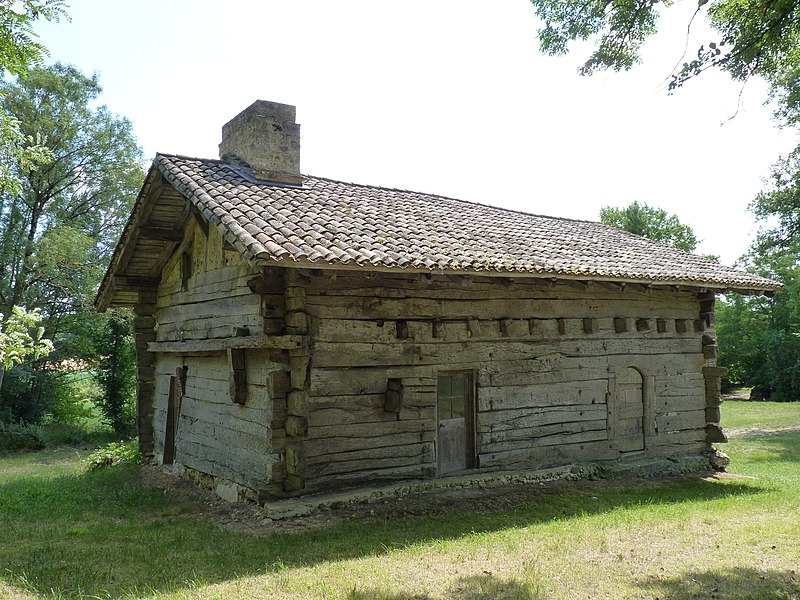 Photo du Monument Historique Maison à empilage de planches de Jouandis situé à Sainte-Sabine-Born