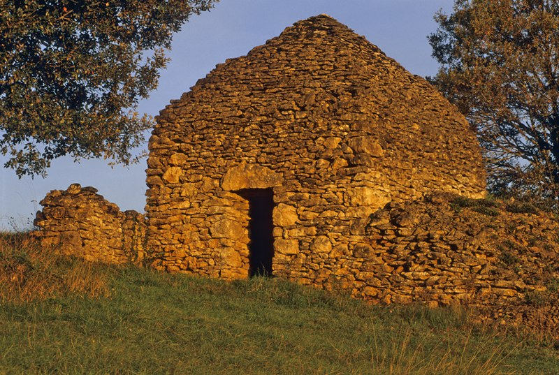 Photo du Monument Historique Cabane en pierre sèche de Pech Lauzier situé à Vitrac