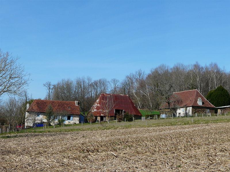Photo du Monument Historique Ensemble des bâtiments du Rouveix (Paradinas) situé à Payzac