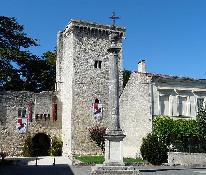 Photo du Monument Historique Château de la bastide situé à Eymet