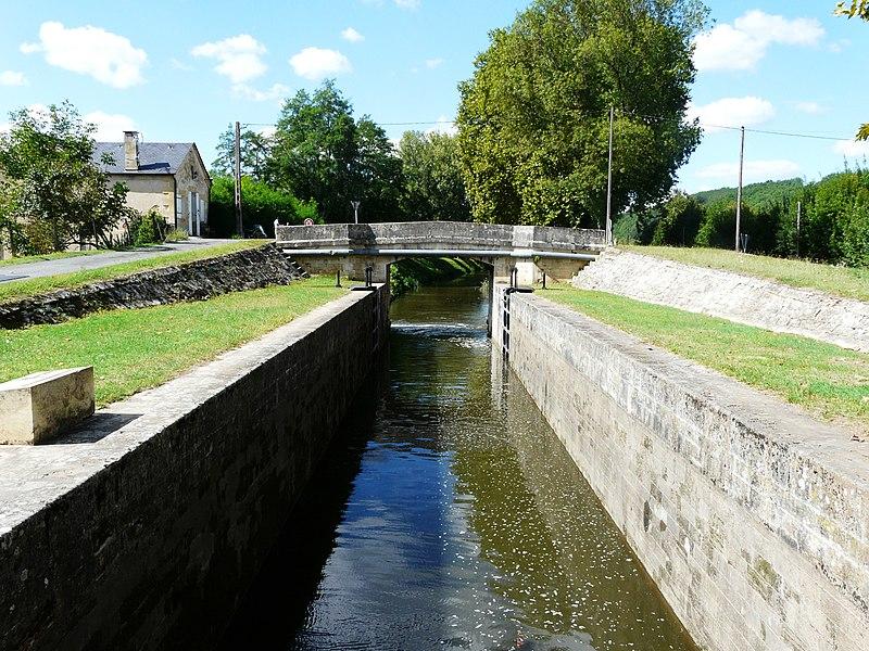 Photo du Monument Historique Canal de Lalinde (écluse de la Borie-Basse) situé à Baneuil