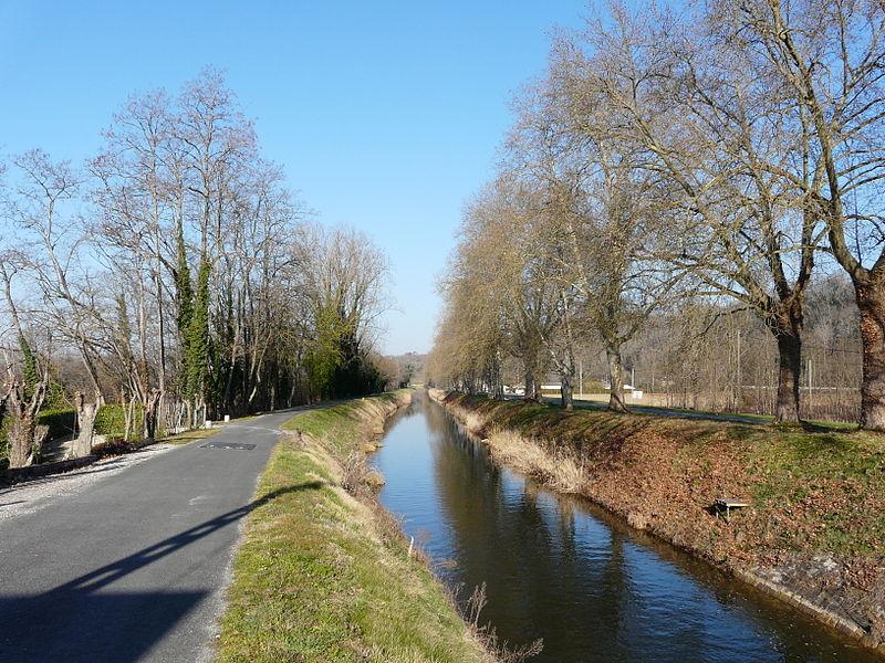Photo du Monument Historique Canal de Lalinde (aqueduc du port de Lanquais) situé à Baneuil