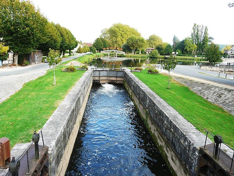 Photo du Monument Historique Canal de Lalinde (écluse, y compris l'aqueduc et le canal de communication des biefs, le pont supérieur qui lui fait suite et le bassin de chargement avec sa cale de radoub) situé à Lalinde