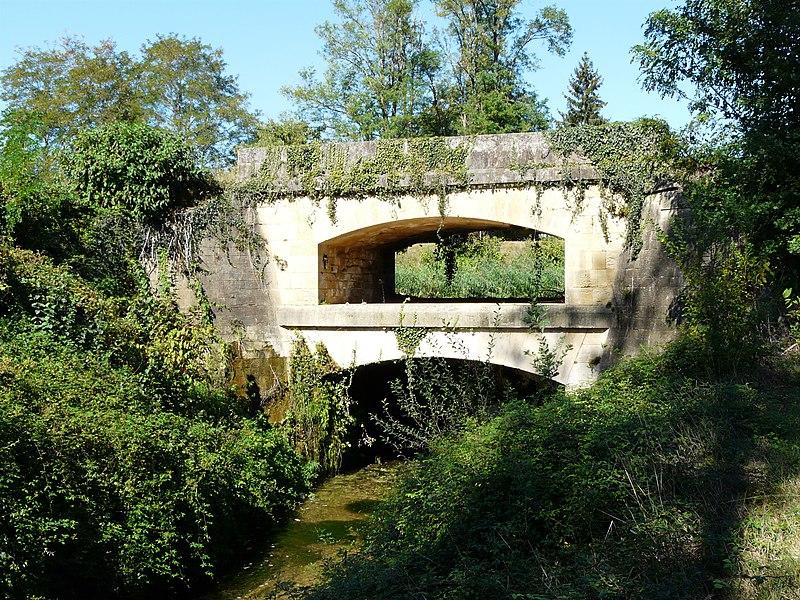Photo du Monument Historique Canal de Lalinde (aqueduc et pont-déversoir de la Tuilerie de Villeneuve) situé à Lalinde