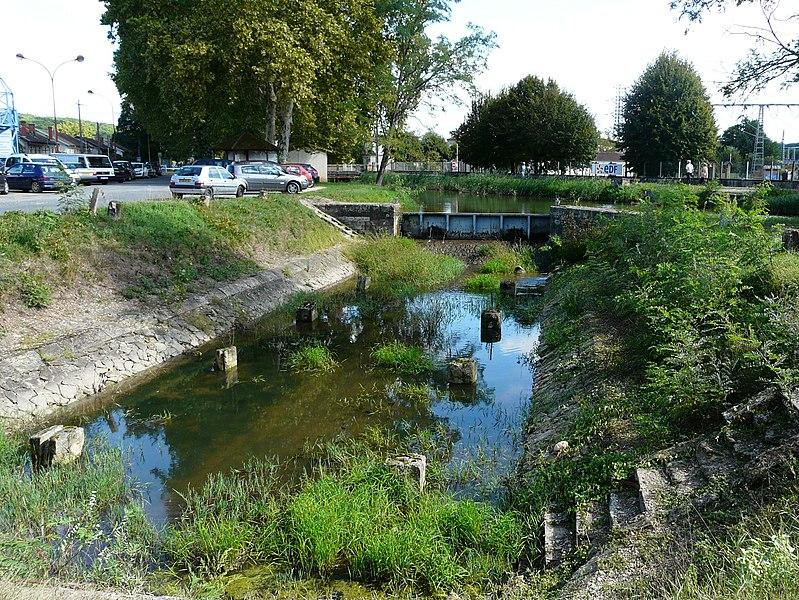 Photo du Monument Historique Canal de Lalinde (bassin de radoub, y compris son gril) situé à Saint-Capraise-de-Lalinde