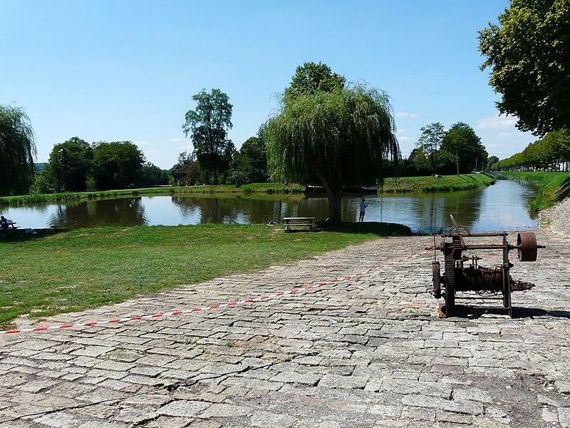 Photo du Monument Historique Canal de Lalinde (bassin de stationnement, y compris sa cale pavée) situé à Saint-Capraise-de-Lalinde