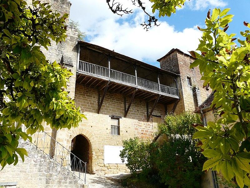Photo du Monument Historique Château des Evêques et ancien cimetière situé à Plazac