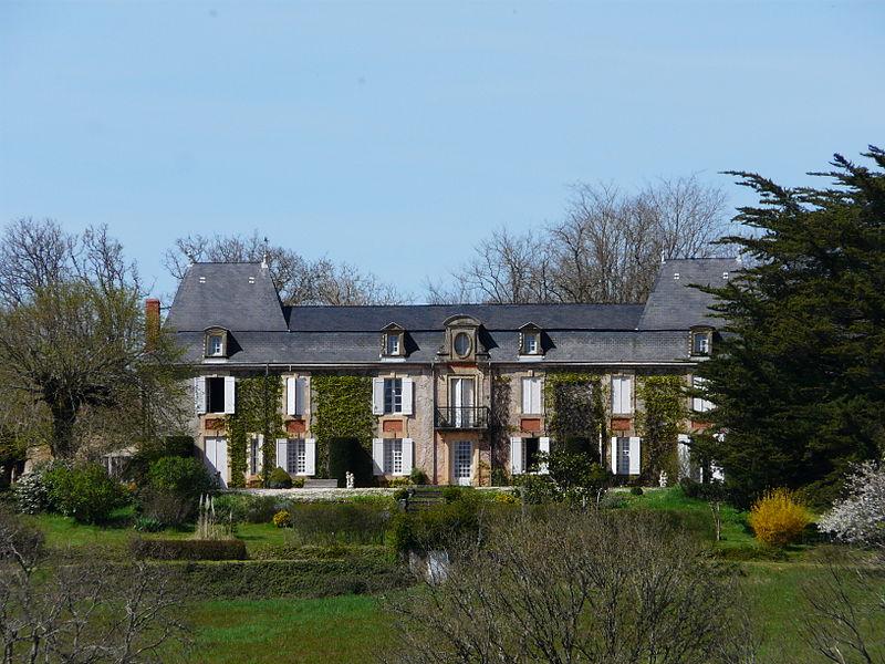 Photo du Monument Historique Château de La Pommerie situé à Cendrieux