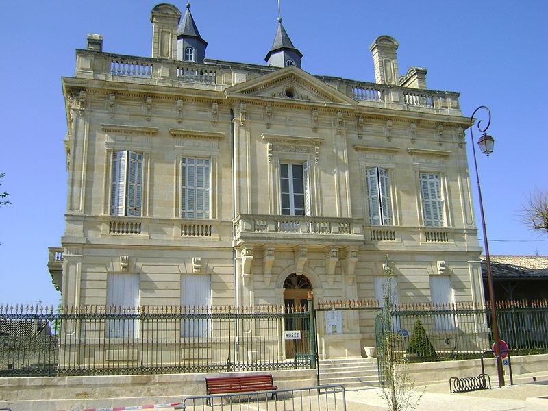 Photo du Monument Historique Mairie situé à Villefranche-de-Lonchat