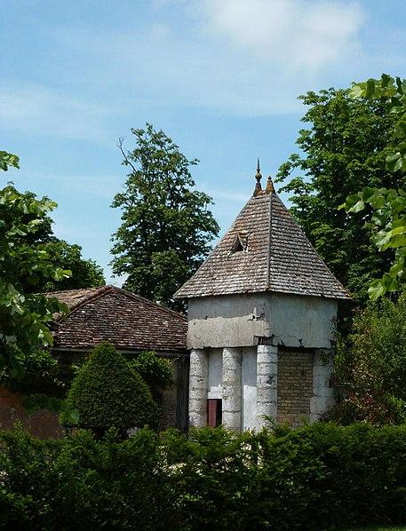Photo du Monument Historique Château de la Jaubertie situé à Colombier