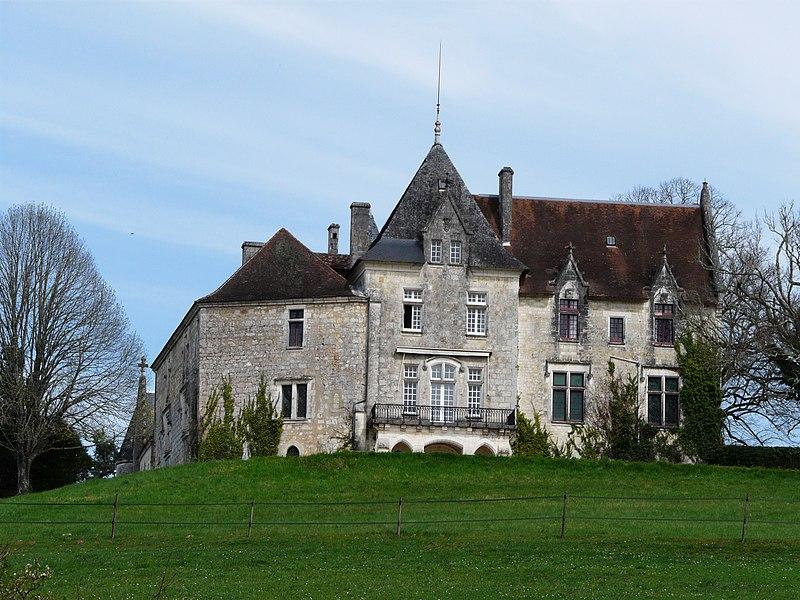 Photo du Monument Historique Château de Bellegarde situé à Lamonzie-Montastruc