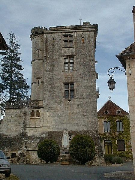 Photo du Monument Historique Château de Monclar situé à Saint-Georges-de-Montclard