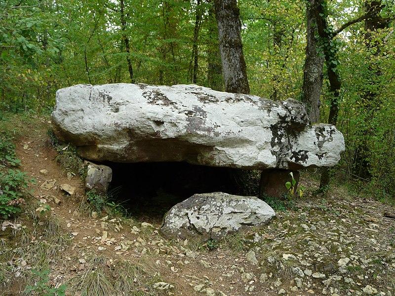 Photo du Monument Historique Dolmen de Cantegrel situé à Saint-Chamassy