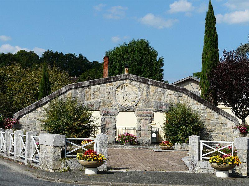 Photo du Monument Historique Monument aux morts de la guerre1914-1918, situé au carrefour des rues du Monument-aux-Morts et de l'Isle situé à Sarliac-sur-l'Isle