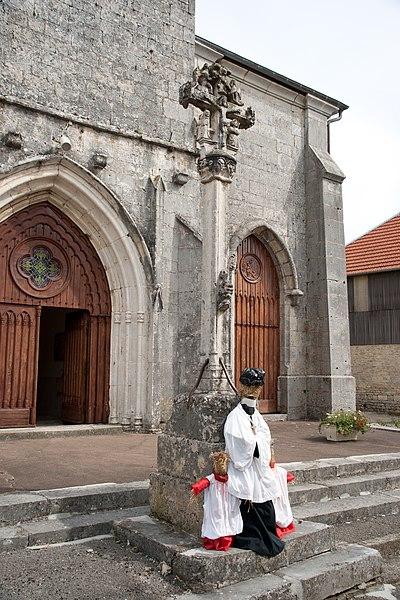 Photo du Monument Historique Croix devant l'église situé à Amathay-Vésigneux