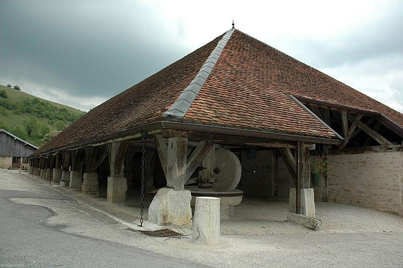 Photo du Monument Historique Halles et son moulin à huile situé à Belvoir