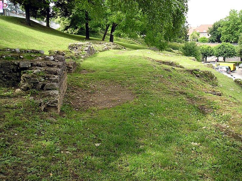 Photo du Monument Historique Amphithéâtre romain situé à Besançon