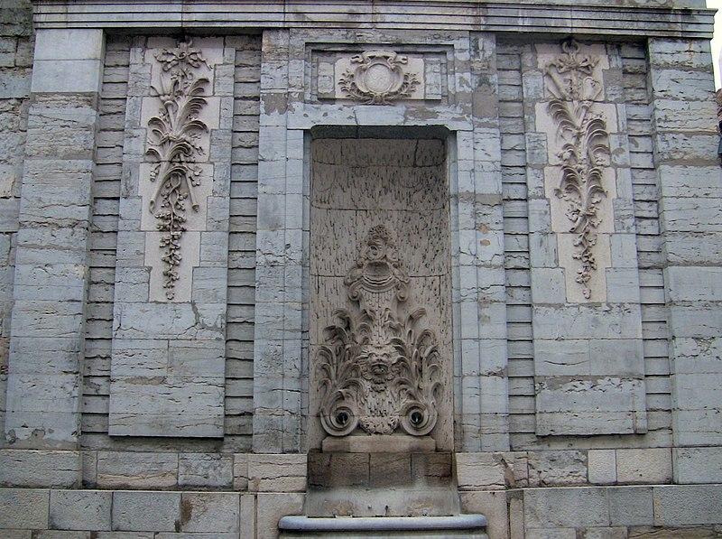 Photo du Monument Historique Fontaine des Clarisses situé à Besançon