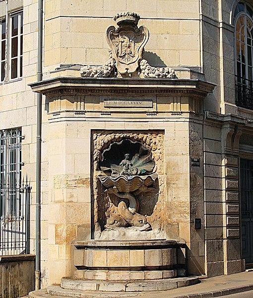 Photo du Monument Historique Fontaine des Dames situé à Besançon