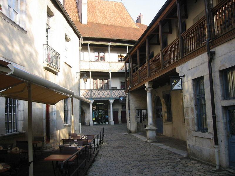 Photo du Monument Historique Hôtel de Champagney situé à Besançon