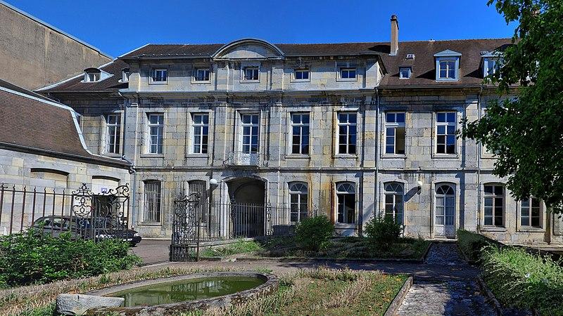 Photo du Monument Historique Ancien hôtel de Courbouzon-Villefrançon, actuellement Faculté des Lettres situé à Besançon
