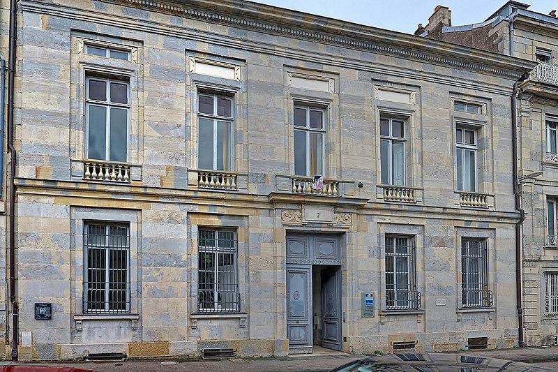 Photo du Monument Historique Hôtel Henrion de Magnoncourt ou de Longeville, actuellement siège de la Direction régionale des affaires culturelles de Franche-Comté situé à Besançon