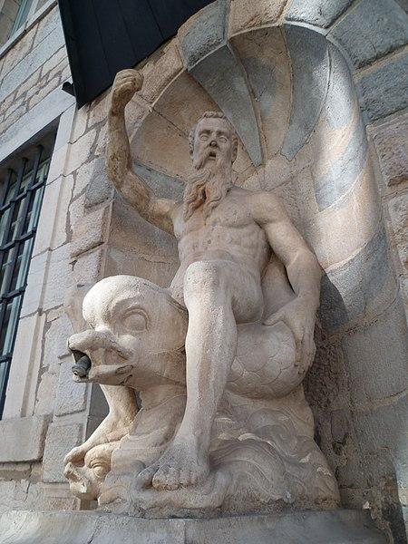 Photo du Monument Historique Immeuble et Fontaine des Carmes attenante situé à Besançon