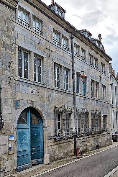 Photo du Monument Historique Maison dite Maison espagnole (Institut de Notre-Dame du Refuge) situé à Besançon