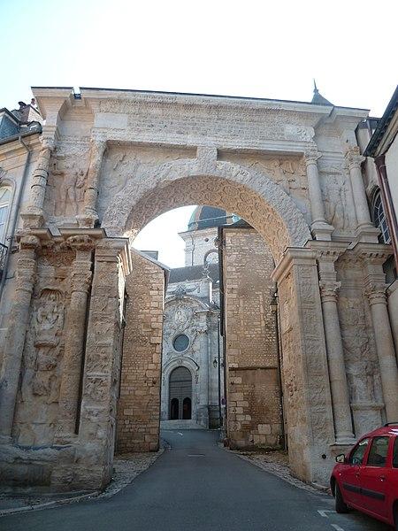 Photo du Monument Historique Porte Noire situé à Besançon