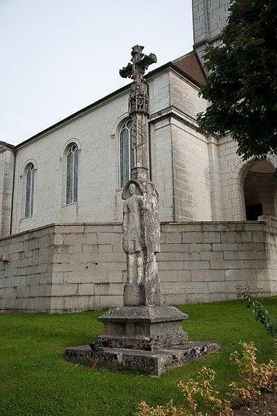 Photo du Monument Historique Croix de l'ancien cimetière près de l'église situé à Loray
