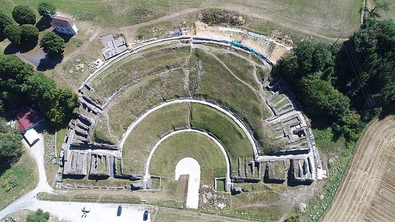 Photo du Monument Historique Théâtre gallo-romain (vestiges) situé à Mandeure