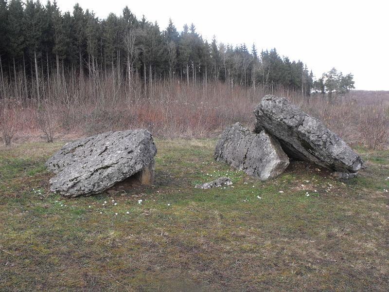 Photo du Monument Historique Dolmen situé à Santoche