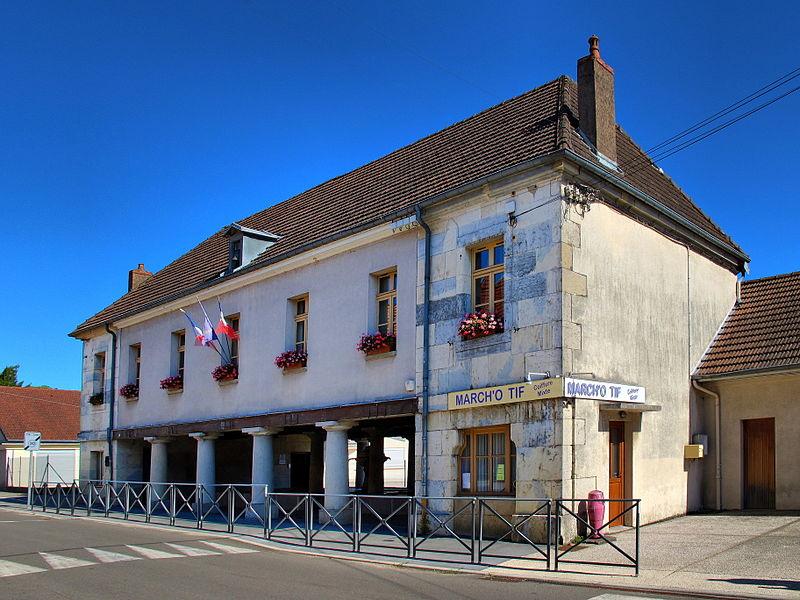 Photo du Monument Historique Mairie-lavoir situé à Marchaux