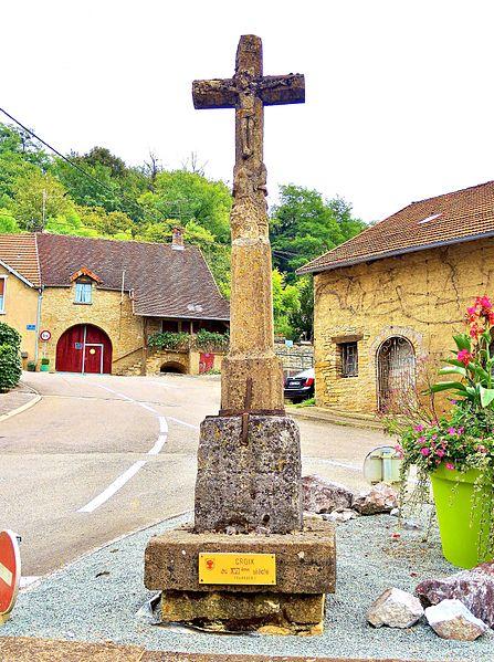 Photo du Monument Historique Croix du bas de la Grande Côte, appelée croix du carrefour de la gendarmerie situé à Rougemont