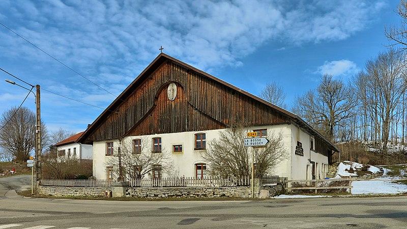 Photo du Monument Historique Ferme dite Maison du Cheval Blanc situé à Bélieu (Le)