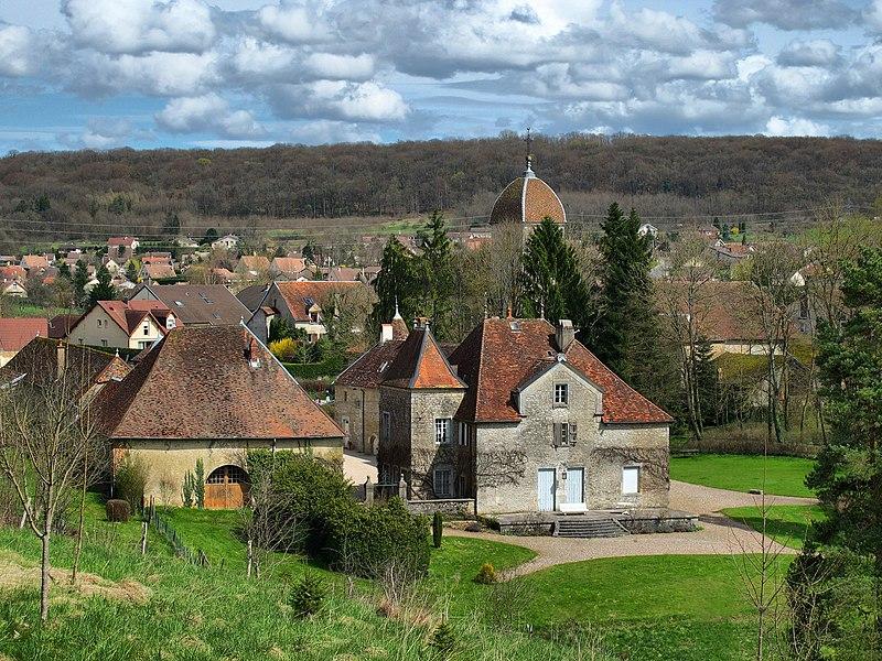 Photo du Monument Historique Château de Miserey situé à Miserey-Salines