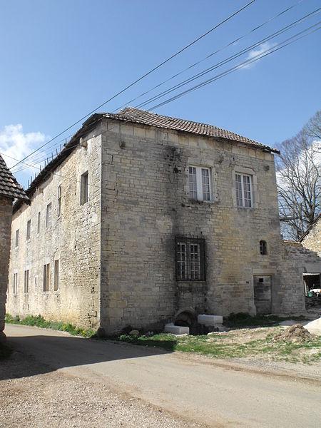 """Photo du Monument Historique """" Grosse Maison """" à Neuvier situé à Les Terres-de-Chaux"""