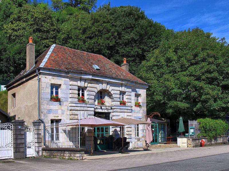 Photo du Monument Historique Magasin du Port de Rivotte situé à Besançon