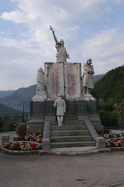 Photo du Monument Historique Monument aux morts situé à Jougne