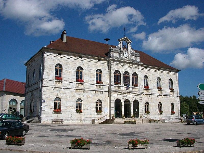 Photo du Monument Historique Mairie - Justice de paix - Halle situé à Levier