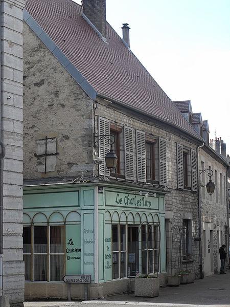 Photo du Monument Historique Café, actuel restaurant situé à Baume-les-Dames