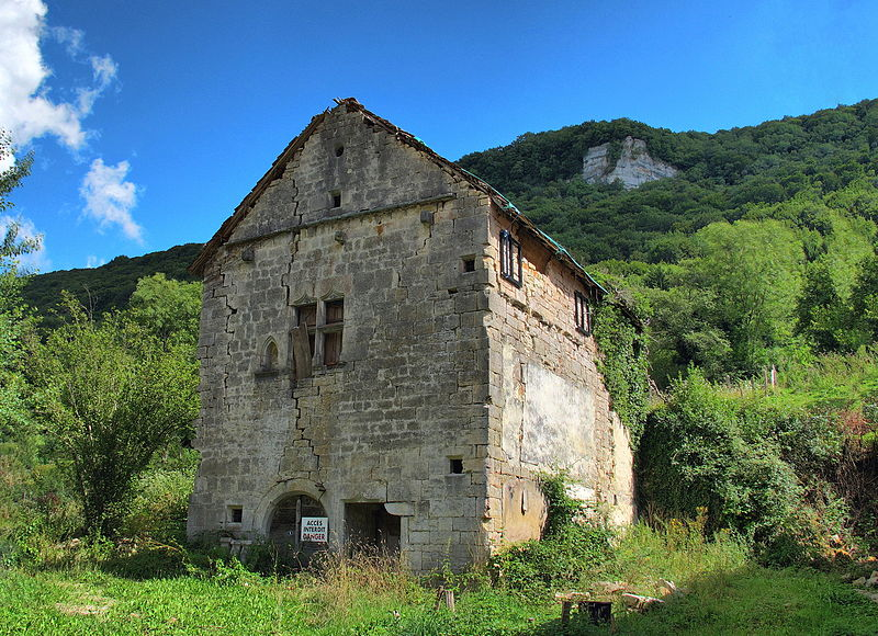 Photo du Monument Historique Bâtiment 16e siècle de Ougney-le-Bas situé à Ougney-Douvot