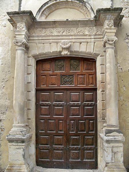 Photo du Monument Historique Maison située au Sud de l'église (ancienne chapelle des Ursulines) situé à Buis-les-Baronnies