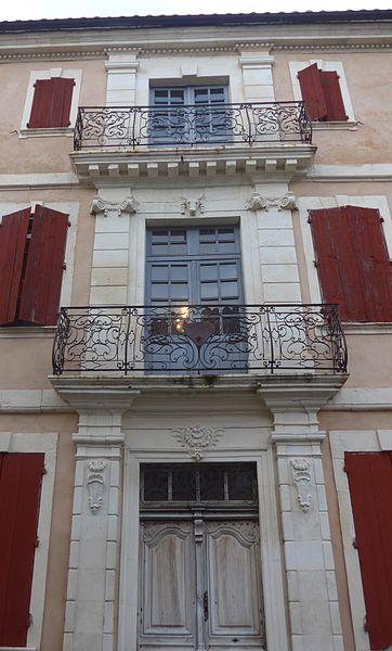 Photo du Monument Historique Maison (ancienne gendarmerie) situé à Donzère