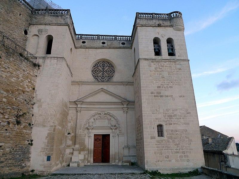 Photo du Monument Historique Ancienne église collégiale Saint-Sauveur situé à Grignan