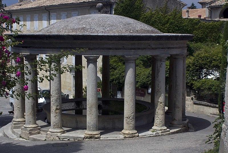 Photo du Monument Historique Lavoir public situé à Grignan