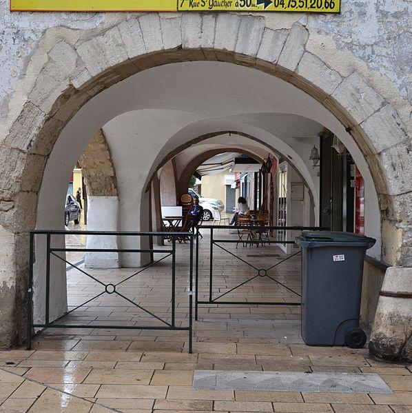 Photo du Monument Historique Galerie d'arcades situé à Montélimar
